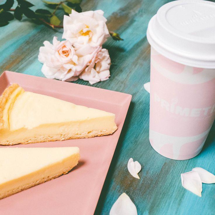 Нежный чизкейк - идеальный способ выражения чувств 💕 Не забывайте радовать себя любимых и близких 🤤  #primetime #coffee #breakfast #nsk #кофе #кофейня #открытиеprimetime