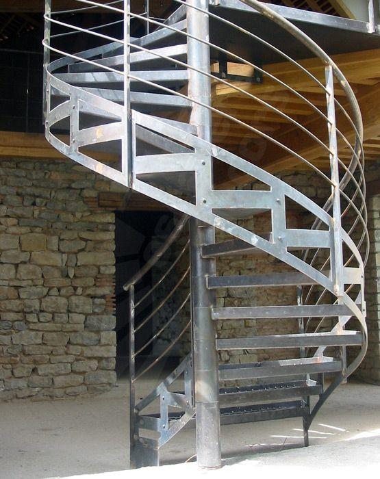 Les 25 meilleures id es de la cat gorie charpente for Fabrication escalier beton exterieur