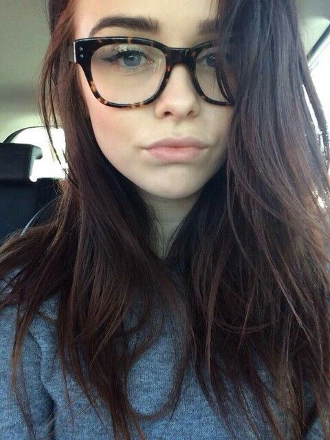 i love her hair and glasses