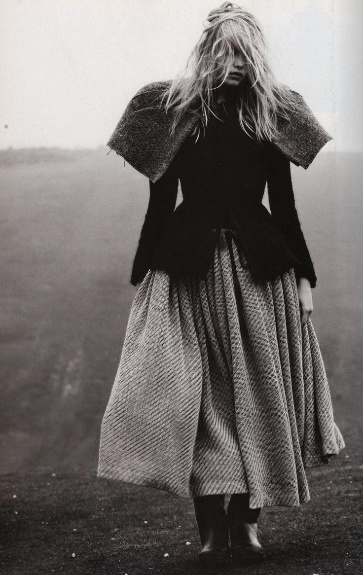 dark fairytale mood fashion photography