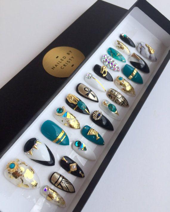 Egyptisch geïnspireerd pers op nagels | Een willekeurige vorm | Swarovski kristallen | Handgeschilderde Nail Art | Nep nagels | Valse nagels | Witte zwarte Teal goud