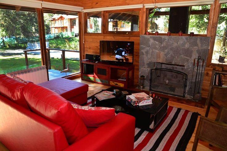 Échale un vistazo a este increíble alojamiento de Airbnb: Intima cabaña en Bahía Manzano - Casas en alquiler en Villa la Angostura