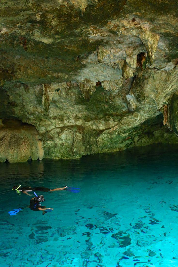 Es una cueva. Es de Cenote Dos Ojos, Tulum. Puedes el snorkel. Es subterránea.