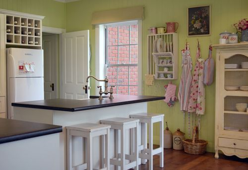 Sheryl loves second-hand shops and fills the home with her finds. But she loves the new also, especially her oversized butler's sink. The walls are painted in Resene Rice Paper. The rest is painted in Resene Rice Cake.