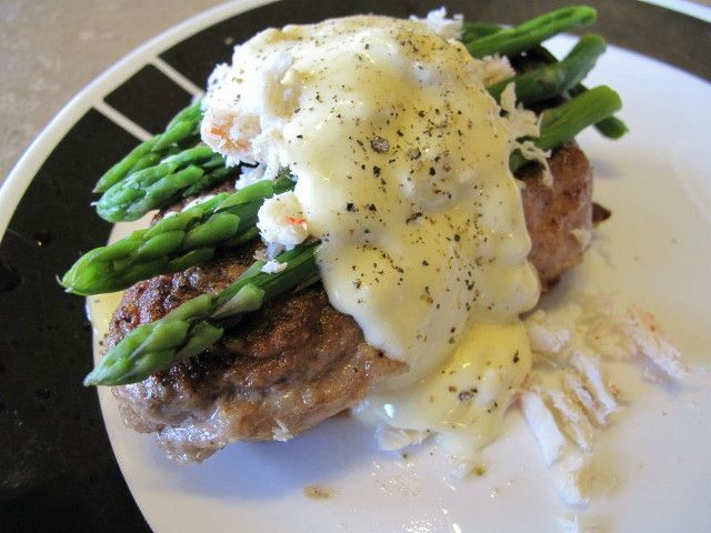 This Absolutely Decadent Recipe Combines 4 Amazing Foods A Darn Good Steak Crab Asparagus And Hollandaise Sauce