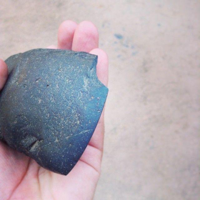 Filo de hacha prehispánica hallada en Cuchipuy.