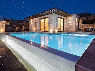 Villa di lusso con Kronos spaziosa piscina e sul mare sorprendente e vista sulle montagne
