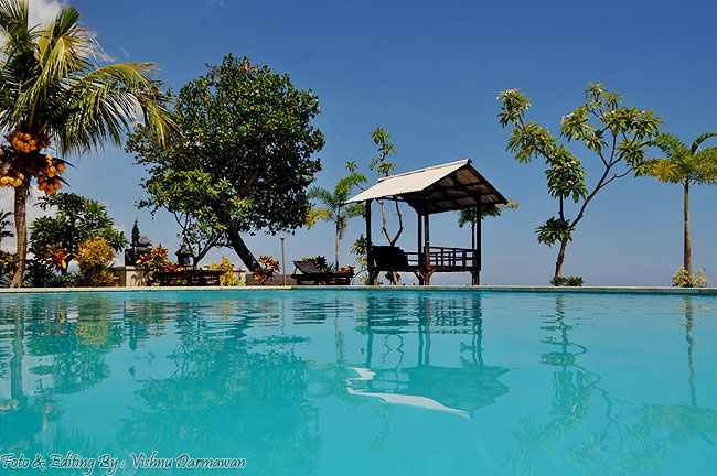 Vishnu Photographer: Her beautiful Swimming Pool & Beach Lovina || Foto...