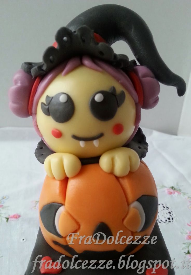 STREGHETTA KAWAII Torte decorate in pasta di zucchero. Halloween