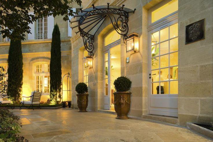 Südwesten Frankreichs, Gironde, Saint-Emilion, die Hostellerie de Plaisance bietet mit ihren hängenden Gärten, den eleganten Zimmern und der Gourmet-Küche einen einzigartigen Aufenthalt. Besuchen Sie die Homepage von Bontourism® und los geht's!