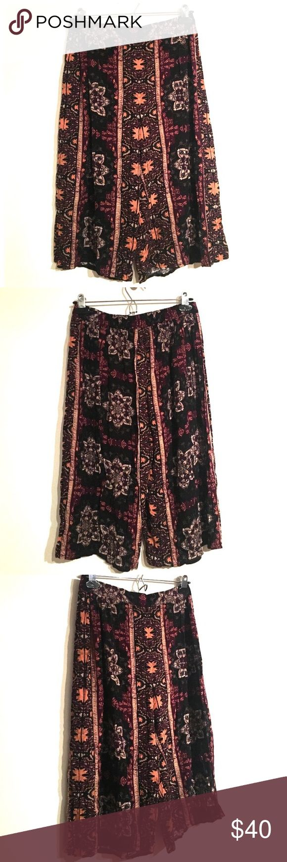 Kendall & Kylie motif printed culotte Capri shorts Very lightweight culotte Capri shorts by Kendall & Kylie. Size medium, brand new with tags, perfect condition and absolutely adorable! Kendall & Kylie Shorts