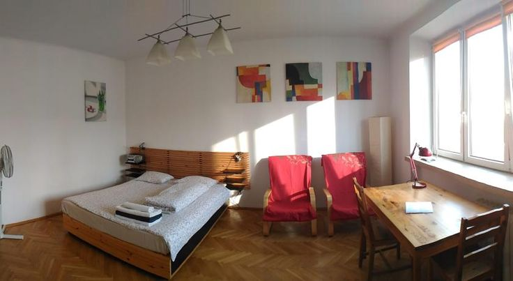 Elektoralna Apartment Warszawa Very close to the Ratusz Arsenal Metro Station, Elektoralna Apartment features a fully equipped kitchen, a bathroom with a shower and a built-in wardrobe. There is free Wi-Fi.