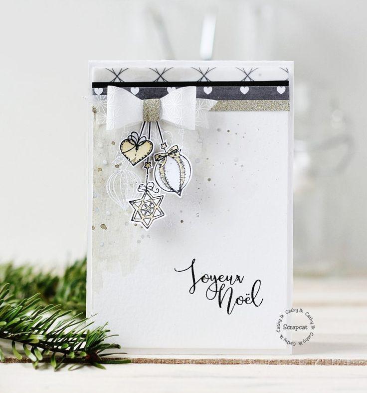 Helloooooooooo !! Un petit passage par ici pour vous souhaiter un bon réveillon et un joyeux Noël !! Soyez heureux , amusez-vous , profitez de ce beau moment en famille !! Une petite carte rien que pour vous : Matériels : cliquez sur les images ci-dessous pour accéder aux différentes boutiques : Merciiiiiiiiiiiiiiii …