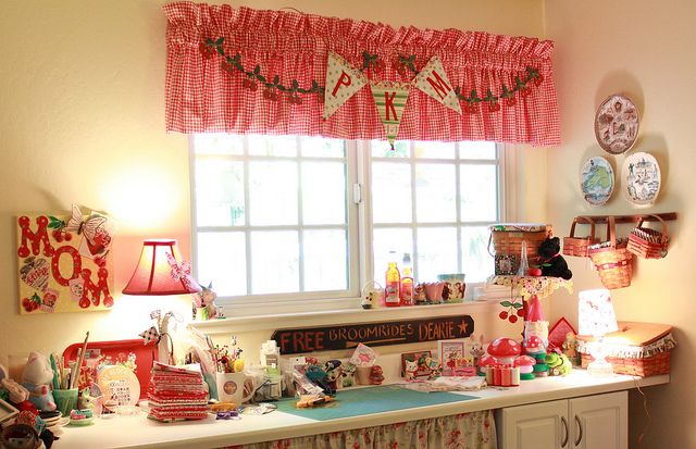 PKM sewing roomKitty Mornings, Mornings Sewing, Sewingroom, Creative Spaces, Crafts Spaces, Pam Kitty, Sewing Crafts Room, Sewing Rooms, Pamkittymorning Sewing