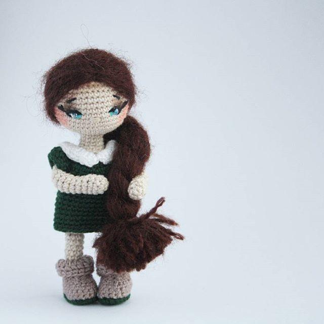 Коса шикарная... Сама то я почти всегда с короткой стрижкой бегала... А во время беременности у меня волосы росли, как сумасшедшие. Ну и было решено, что продолжу Вдруг когда-нибудь у меня будет такая же. ✅Девочка при маме. #амигурумикукла #амигуруми #вязанаякукла #вязанаяигрушка #кукларучнойработы #игрушкакрючком #amigurumi #текстильнаякукла #toys_gallery #handmade_hobby_ #вяжутнетолькобабушки #weamiguru  #игрушкаручнойработы  #gallery_ycw #proday_handmade