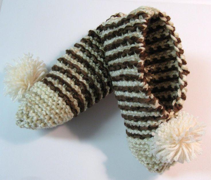 Voici un modèle de pantoufle facile et vite fait. J'aime bien le motif. J'ai tricoté en fil double (avec 2 fils en même temps) mais ce n'est pas essentiel. Version imprimable / Print Version Fourni…