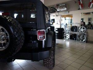 Jeep noir modifié par Berthierville Chrysler Dodge Jeep Ram