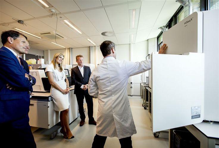 AMSTERDAM - Koningin Máxima heeft woensdagmiddag een werkbezoek gebracht aan de Hartwig Medical Foundation in Amsterdam. Dit is de eerste landelijke databank met DNA van kankerpatiënten, waarvan de geanonimiseerde gegevens beschikbaar worden gemaakt voor onderzoek om de behandeling van kanker te verbeteren. (Lees verder…)