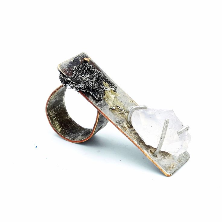 Sterling silver and 18k Gold ring, set with silver mesh and a raw and natural   pink Quartz