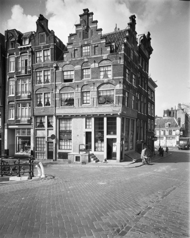 Amsterdam, 1960: Prinsengracht 2. Café Papeneiland. Collectie Theo Delemarre