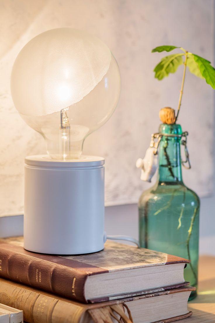 Frosta glödlampor Kan du kännaatt du blir bländad av dina lampor hemma? Du kanske upplever att det är lite väl ljust, att vissa lampor lyser lite extra starkt så att det näst intill är jobbigt för ögonen. Då har vi lösningen för dig här – frosta dina glödlampor! Det både dämpar ljuset en aning och …
