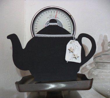 """""""L'ora del tea"""" teiera di compensato e vernice di lavagna per la cucina shabby, by Le signore della cascina, 15,00 € su misshobby.com"""