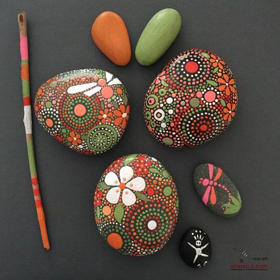 Pintado de las rocas piedras Hand-Painted por etherealandearth
