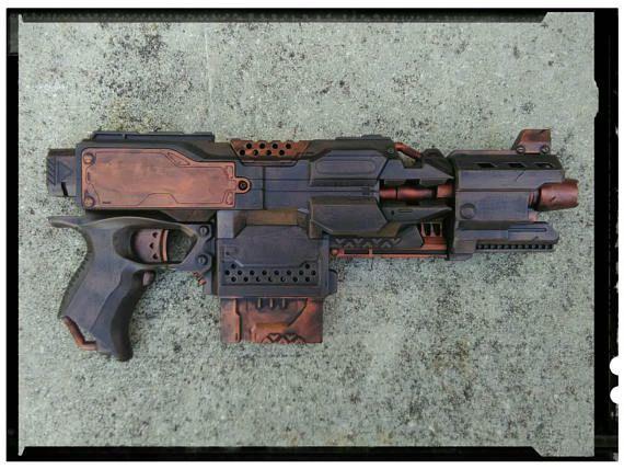 Benutzerdefinierte motorisierten Nerf Elite Stryfe Dart Blaster. Die superboytsov hat sich bewährt und ist nach wie vor eines der beliebtesten Nerf-Enthusiasten. Dies ist eine voll funktionale motorisierte Nerf Dart Pistole. Diese Semi-Automatic-Kanone feuert bis zu einer beeindruckenden Schuss Auswahl von 75 Fuß. Sechs 6 Darts sind enthalten. Waffe wurde Not für Realismus und verziert. Waffe im Kampf wurde getestet und hat die Narben zu beweisen. Alle meine Waffen sind ein Unikat und…