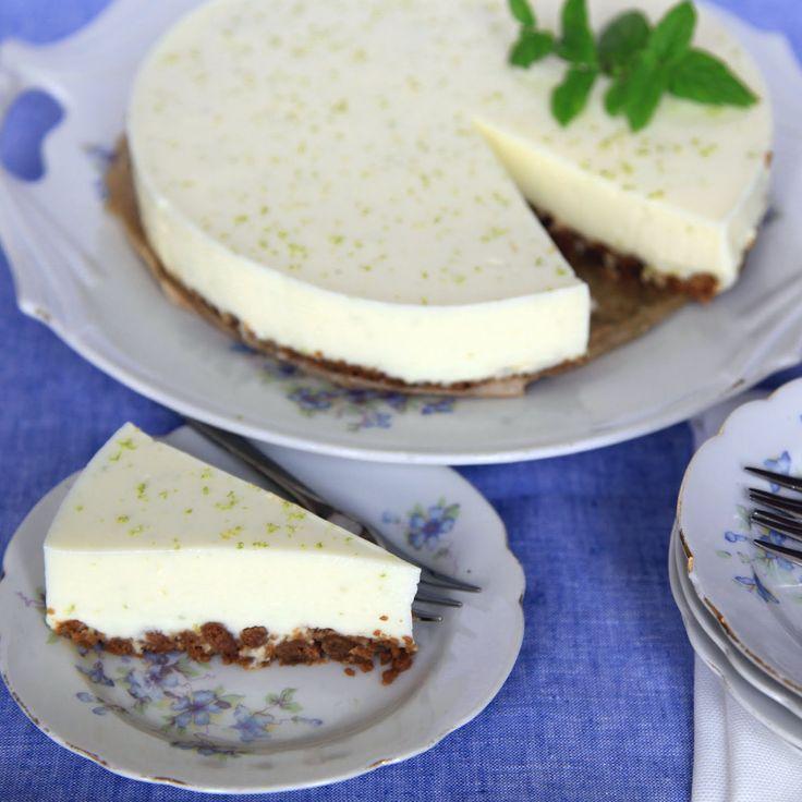 Deze zomerse taart is een variant op de aardbeienmascarponetaart die ik een jaartje geleden op mijn blog heb geplaatst. Door de limoen is de taart ook echt heerlijk fris!  Taart voor 8 personen  Ingrediënten: - 140 g bastognekoekjes - 40 g roomboter -