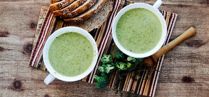 Creamy broccoli spinach soup. A great detox soup. With leeks, thyme ...