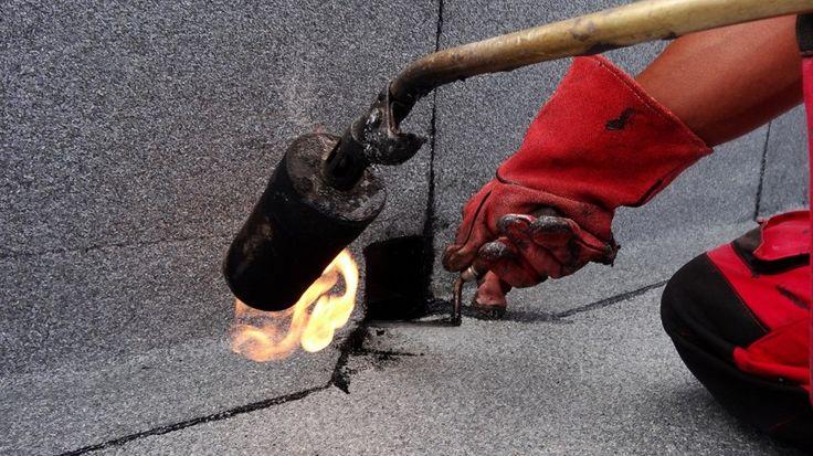 Guri scurgere laterale e colt pentru hidroizolatii, cu rolul de a evacua apa de pe terasa sau balcon prin burlane exterioare. Au avantajul ca nu strapung planseul si nu pot exista riscuri de infiltratie in casa. Se monteaza in atic parapet si se racordeaza la izolatie.