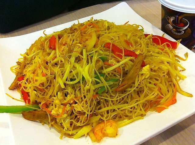 Singapore Rice Noodles (1) @ http://chinesefood.about.com/od/noodles/r/singaporenoodle.htm
