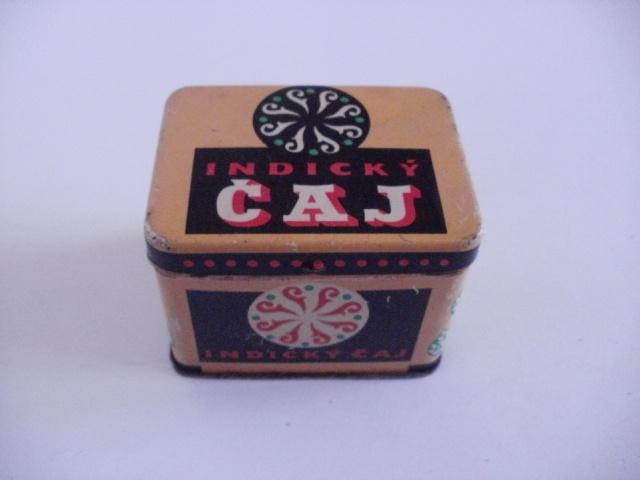 Stará plechová krabička od čaje zachovalá, zavírání v pořádku.rozměry 7,5cmx5,5cm, výška 6cm.