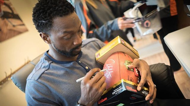 Charles Tillman cut the ribbon on a SPYRL Gyrotonic studio in Highland Park and helped raise $5,000 for his foundation in the process.  During the former Bear's appearance on Tuesday — the new gym is, notably, on Green Bay Road — he signed autographs and