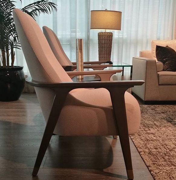 El diseño al servicio del confort...  #deco #interiorismo #diseñointerior #decoradores #arquitectos #homedesign #instahome #decolovers #arqlovers #ciudadempresarial #adrianahoyoschile