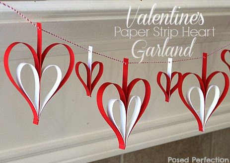 Valentine's Day Paper Strip Heart Garland || A simple yet beautiful garland for the fireplace mantel.