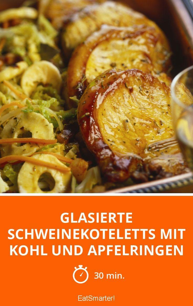Glasierte Schweinekoteletts mit Kohl und Apfelringen - smarter - Zeit: 30 Min. | eatsmarter.de
