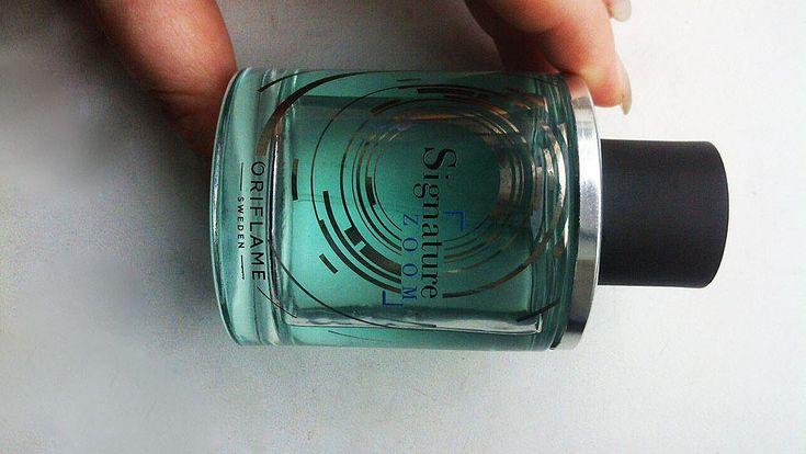Signature Zoom Oriflame мужской ароматический, древесный парфюм. Аромат дарит элегантные, освежающие ноты зеленого мандарина, нежная цитрусовая прохлада которых объединяется с тонким древесно-сливочным, чуть пряным запахом древесины серебристой березы.