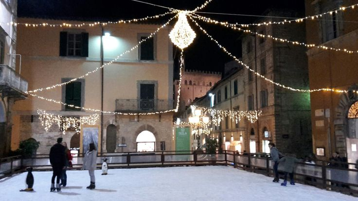 Gubbio: ice rink during Christmas time