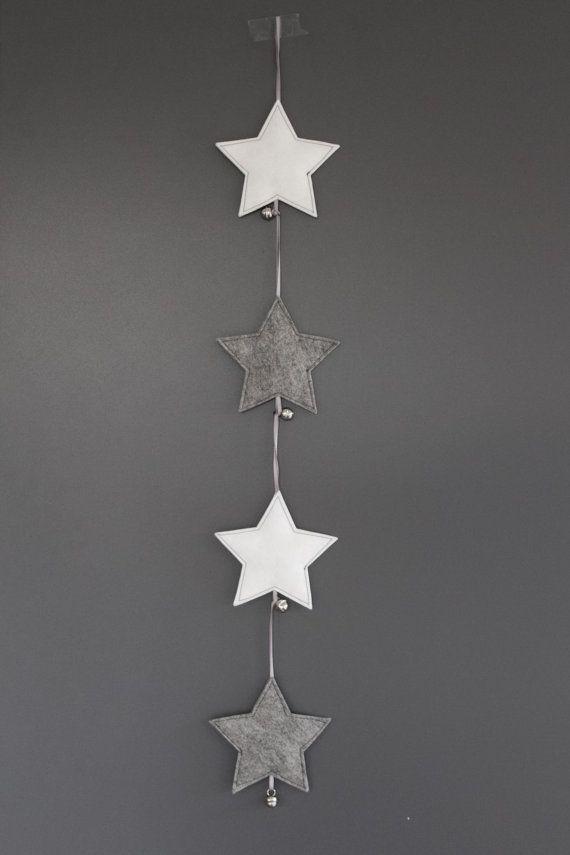 VIlten ster met belletje - Kerstversiering van wolvilt voor in de kerstboom - 1 stuk - grijs, wit on Etsy, € 4,50