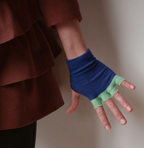 old Socks To fingerless Gloves @savedbyloves