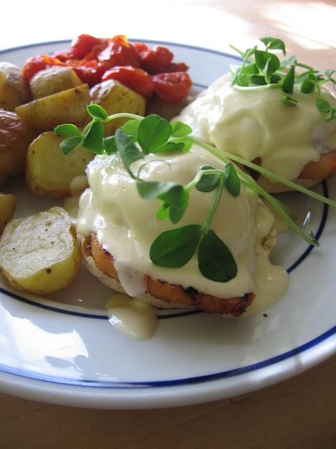 sweetsugarbean: Eggs Benedict With Blender Hollandaise and Peameal Bacon