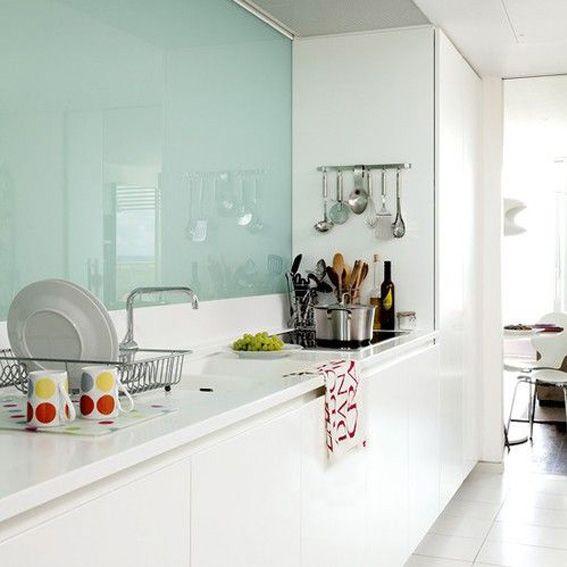 Revestimiento vidrio color / Conseguilo en Domi Cocinas info@domicocinas.com.ar