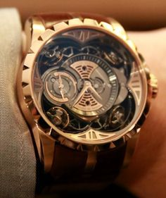 Michael Khors Men's Watch! Love the face, but not a fan of all the surrounding gold.
