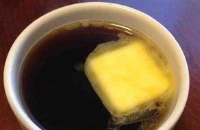 Это фактически мировой тренд. Такая дивная привычка пить кофе со сливочным маслом пошла из США, а именно – из знаменитой Кремниевой долины. В настоящее время кофе с маслом действительно стал очень популярным напитком. Причиной лавинообразного эффекта служат сотни комментариев в сети от тех, к