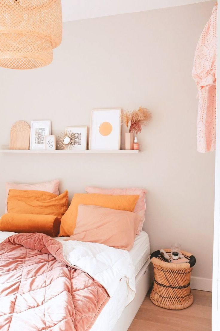 Orange And Pink Bedroom Decor In 2020 Room Ideas Bedroom Apartment Room Bedroom Interior