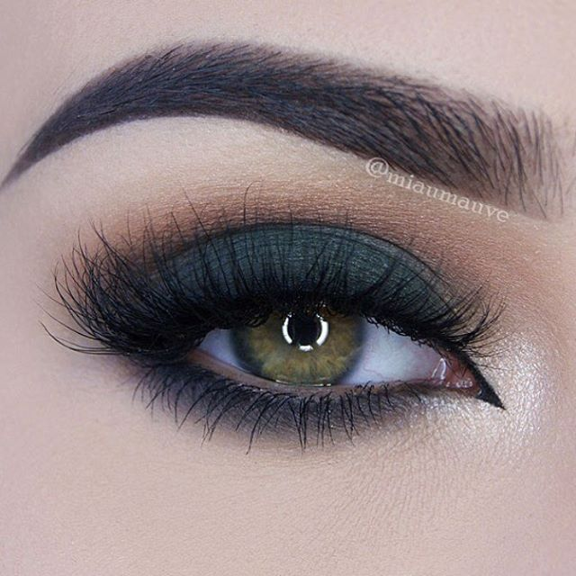 Green Smokey Eye by the incredibly talented @miaumauve @miaumauve @blinkingbeaute Lashes in No. 3 #3d #lashes #eotd