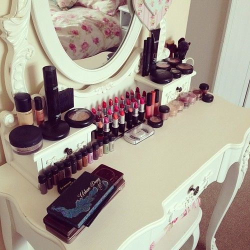 Oh gosh, I want this vanity and makeup. In the mirror, I love her bed sheets.