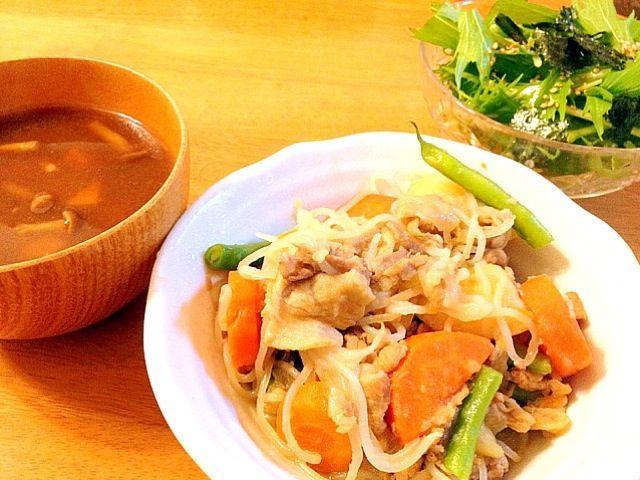 サラダのドレッシングは、すだちを絞って爽やかな酸味を(*^^*) ちぎった海苔と胡麻を散らします♪ - 13件のもぐもぐ - 肉じゃが 水菜サラダ 豆腐となめこの味噌汁 by pocchan1210