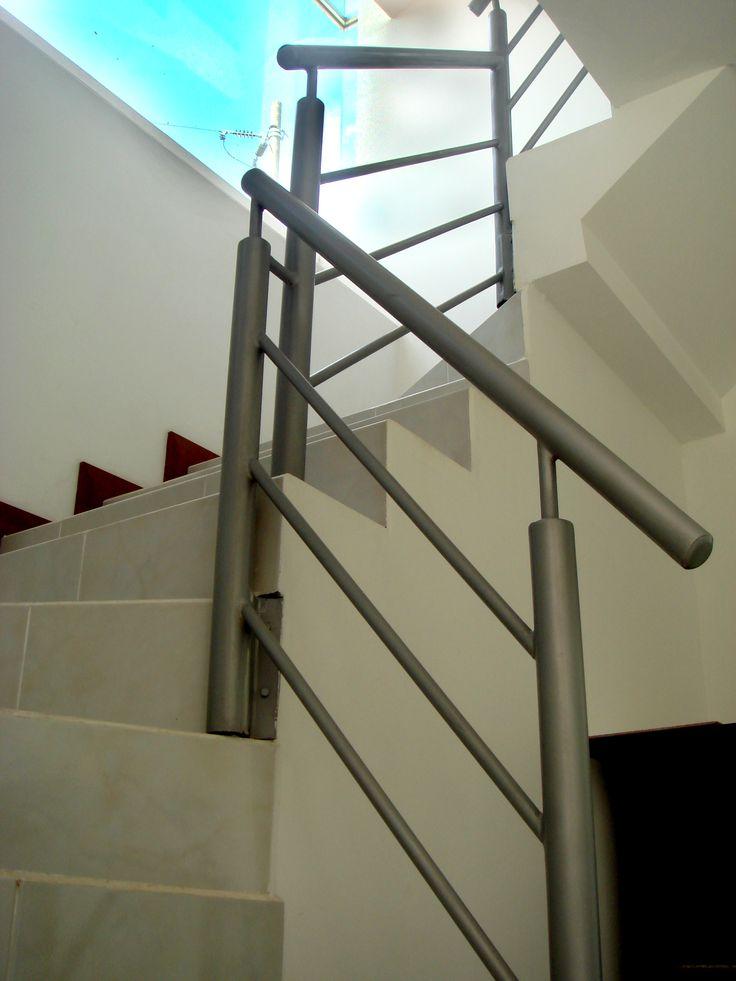 Pasamano metálico | Proceso Constructivo | http://constructorareivax.com/proceso-constructivo-de-una-casa-parte-2/